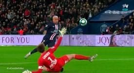 Mbappé ouvre la marque d'un subtil ballon piqué. Capture/#Vamos