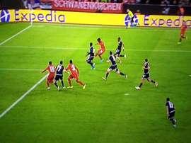 Coutinho marque un golazo de talonnade mais l'arbitre l'annule. Capture/Movistar