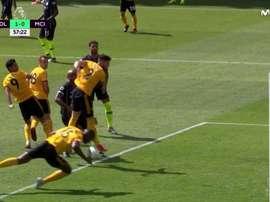 Boly a marqué de la main. Capture/Movistar