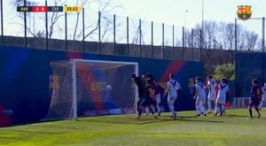 Golazo olímpico en el juvenil del Barcelona. Captura/FCBMasia