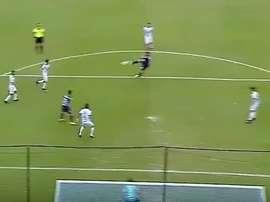 Golazo del 'Pulpito' González a lo Zidane en el Racing-Tucumán. Youtube