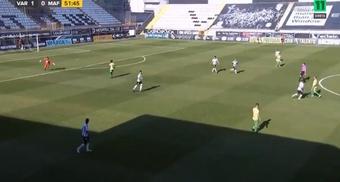 Goleiro Ricardo, do Varzim, marcou gol chutando da própria área contra o Mafra. Captura/Canal 11