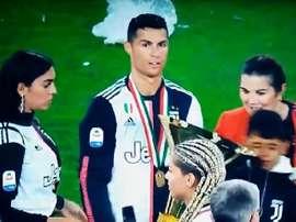 Cristiano golpeó a su hijo con el trofeo. Captura/SkySports