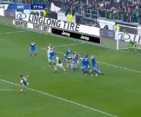 Le but somptueux de Dybala sur coup franc contre Brescia. Capture/ESPNFC