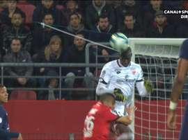 Chafik, K.O après un choc terrible avec son gardien. Canal+Sport