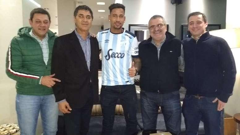 Freitas da el salto al fútbol argentino. Twitter/ATOficial