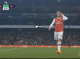 Xhaka mandou a torcida do Arsenal tomar naquele lugar. Captura/DAZN
