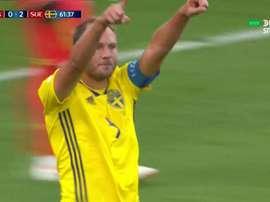 Granqvist anotó de penalti el segundo de Suecia. Captura/DIRECTVSports