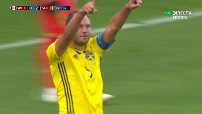 Granqvist scored Sweden's second. Captura/DIRECTVSports