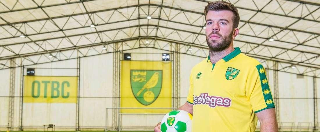 El escocés ha cerrado un contrato por cuatro temporadas. NorwichCityFC