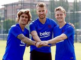 Reforços para a próxima temporada estiveram presentes no primeiro treino. Twitter/FCBarcelona_es