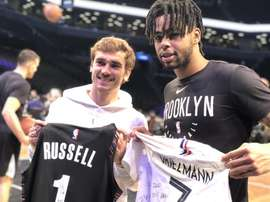 Griezmann y Russell. Twitter/BrooklynNets