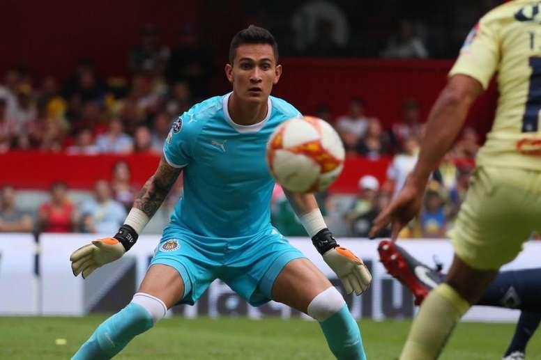 Gudiño, clave en el empate de Chivas en el Azteca. Chivas