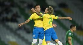 Guga e Matheus Henrique comemoram gol na vitória contra a Bolívia. Lucas Figueiredo/CBF