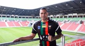 Carlos Peña firmó por temporada y media. Twitter/GKSTychy