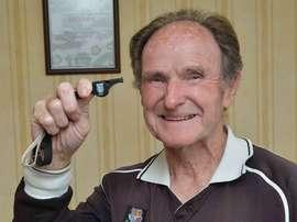 Halfacre fue árbitro en su juventud y repitió experiencia a los 83 años. Twitter