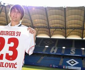 Halilovic is officially presented as a Hamburg player. HSV