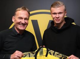 Haaland assina com o Borussia Dortmund. Twitter/BVB