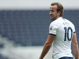 Kane quer muito voltar a jogar futebol. Twitter/SpursOfficial