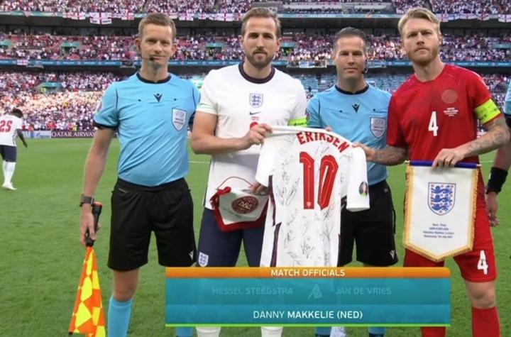 England also remembered Eriksen before the semi-final. Screenshot/Telecinco