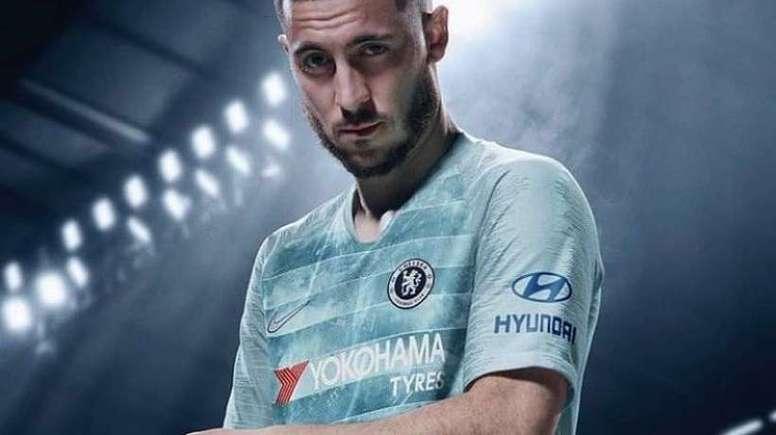 Le troisième maillot de Chelsea présenté pour la saison 2018-19 ... c961d3ccf64d1