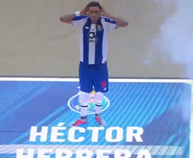 Herrera bromeó con sus operaciones. Twitter/FCPorto