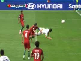Moreno a reclamé un penalty. Twitter