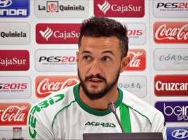 El zaguero valenciano salió descontento al término del partido ante el Levante. CórdobaCF