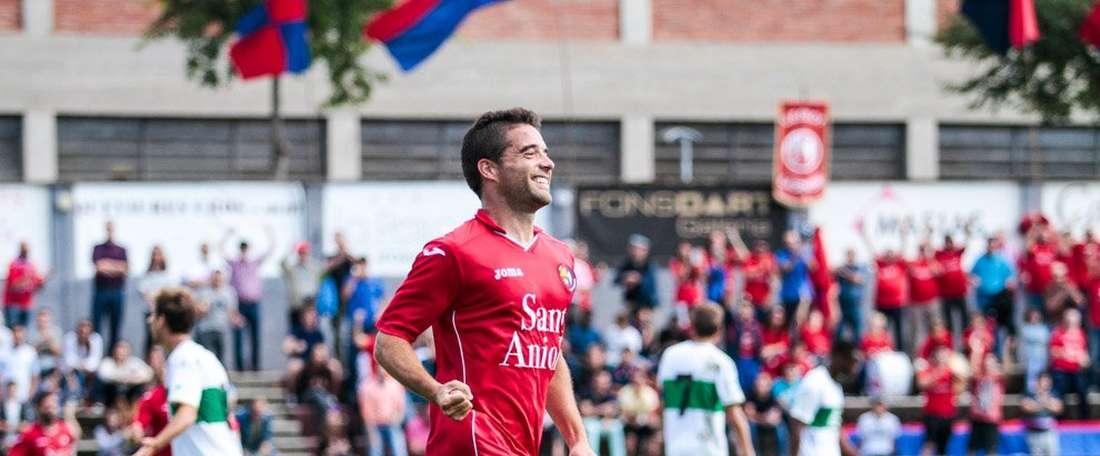 Héctor Simón, celebrando un gol con el Unió Esportiva Olot. UEO1921