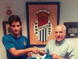 Héctor Urdiroz, posando con la camiseta del Peña Sport. PeñaSportFC
