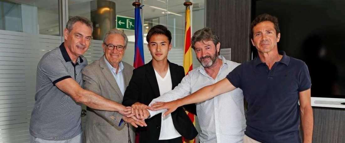 Barcelona assina contrato com Hiroki Abe. FCBarcelonaB