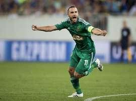 Hofmann, capitán del Rapid, celebra uno de los goles de la gran victoria del Rapid ante el Austria. Twitter