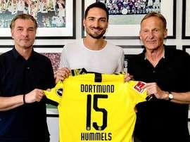 O zagueiro voltará a vestir a camisa amarela e negra com seu mítico número 15. Twitter/BVB