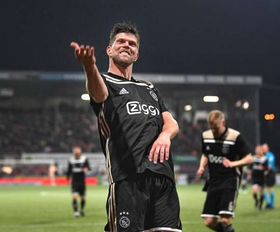 Huntelaar has renewed his Ajax contract. Ajax