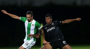Regressa ao futebol português o central brasileiro. Twitter