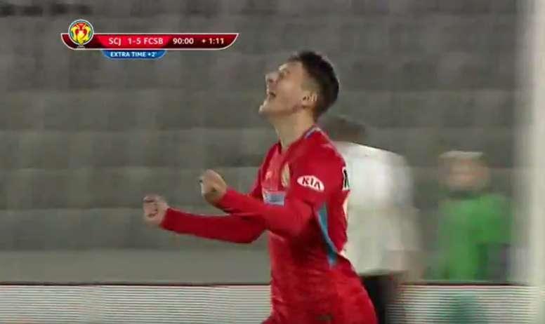 Ianis Stoica celebra su primer gol tras debutar con 14 años. Captura