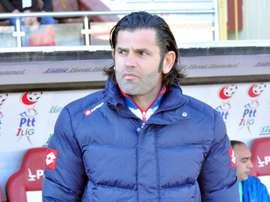Ibrahim Uzulmez ha sido destituido como entrenador del Gençlerbirligi. AFP