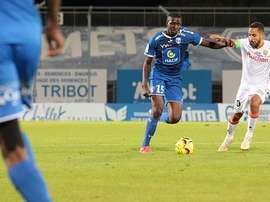 Ibrahima Conte é detido em pleno treino. Twitter/ChamoisNiortais