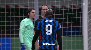 Ibrahimovic y Lukaku tuvieron un encontronazo. Captura/DAZN