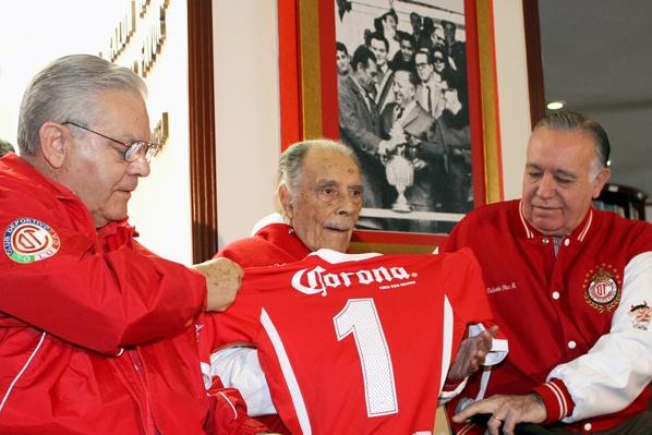 Muere a los 103 años 'Don Nacho' Trelles, mítico técnico mexicano. TolucaFC