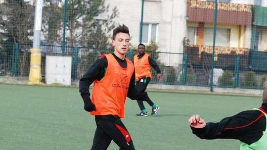 Igor Sapala abandona el Dolcan Zabki para incorporarse al Piast Gliwce, segundo clasificado de la Liga Polaca. Twitter