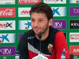 Ilie Sánchez, centrocampista del Elche, atiende a los medios en una rueda de prensa. ElcheCF