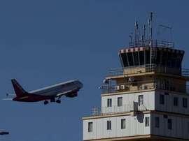 Não se conhecem as causas do desaparecimento do avião. EFE