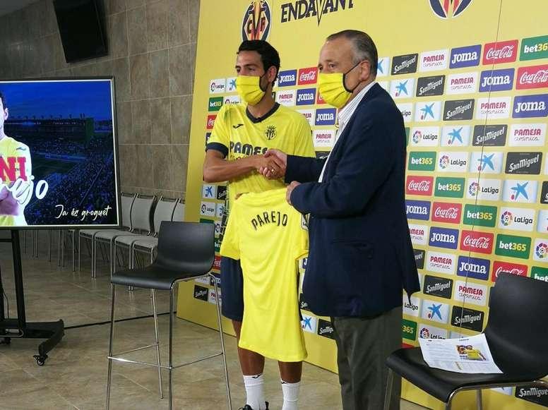 Parejo fue presentado con el Villarreal. Twitter/VillarrealCF