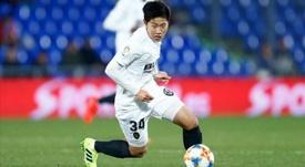 Kang-in Lee demostró su puntería en en el calentamiento ante el Chelsea. EFE