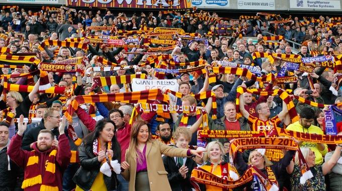 Imagen de la afición del Bradford City en un partido. ITV