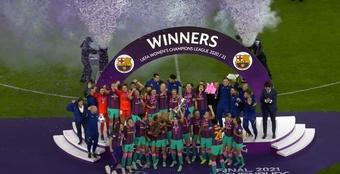 Les féminines de Barcelone soulèvent la Ligue des Champions. Captura/YoutubeFCBarcelona