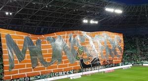 Torcida do Ferencvaros comemorou a conquista na vitória contra o Ujpest Dosza. Twitter/Ferencvarosi