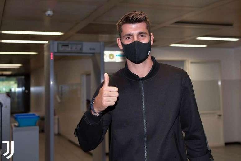Morata arrives at Turin airport. Twitter/JuventusFC