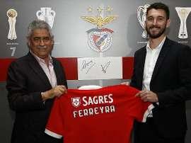 L'attaquant a signé pour quatre ans avec le club portugais. SLBenfica